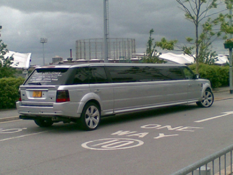 Range Rover Limo for Hire 10